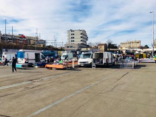Varese, il Coronavirus decima il mercato. Molti ambulanti non si presentano (foto e video)
