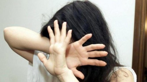 Uno sconcertante gioco social tra ragazzini dietro le molestie con palpeggiamenti?