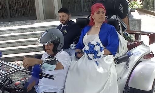 VIDEO - Il rombo di Harley e Gold Wing per un sì: il matrimonio unico tra Omar e Kattya