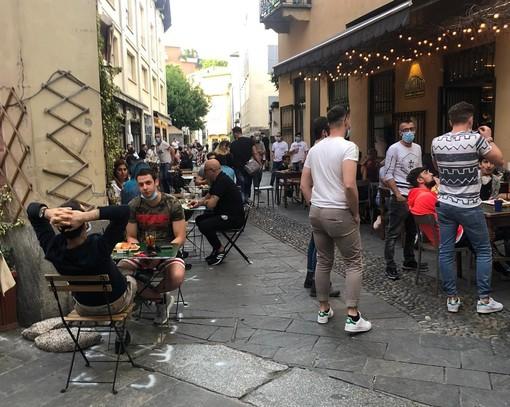 I bar restano aperti. Niente tornelli, vendita d'asporto di alcolici vietata dalle 19 e piazza Beccaria e via Vetera pedonali