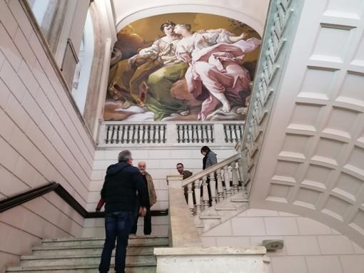 Tribunale più bello, il murales di Ravo arricchisce la scalinata principale del Palazzo di Giustizia