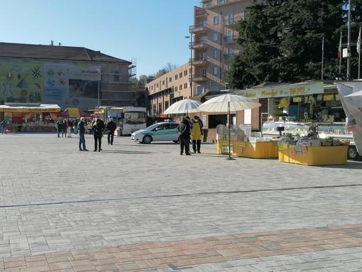 FOTO E VIDEO. Bancarelle in piazza Repubblica, il mercato torna nella sua sede storica