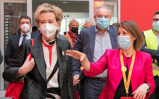 Letizia Moratti si confronta con l'ad di Dhl Express Italy Nazzarena Franco