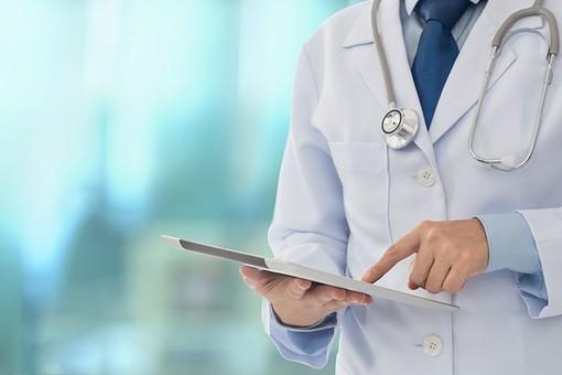 Lo sfogo di un medico di base di Busto: «Tra vaccini che non arrivano, malati di Covid da curare e sempre più burocrazia a volte viene voglia di mollare»