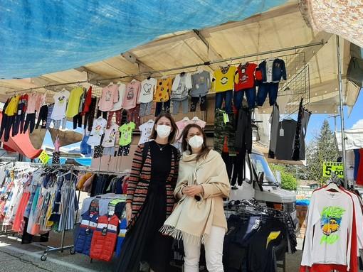 """Primo giorno di """"mercato diffuso"""" a Varese. Buona la prima in piazzale De Gasperi"""