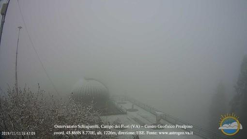 L'immagine della nevicata ripresa dalla webcam della Società Astronomica Schiaparelli