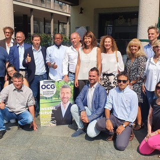 Massimo Gnocchi con i candidati di Obiettivo Comune Gallarate