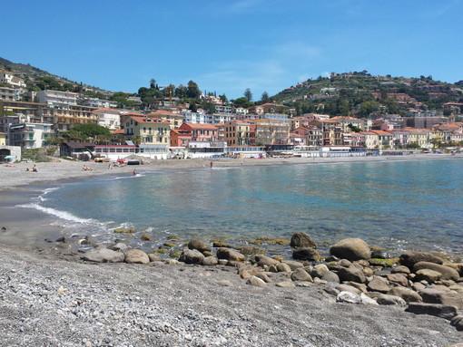 Le false promesse sulla reciprocità vaccinale: «Seconda casa in Liguria, pago le tasse, ma niente richiamo»