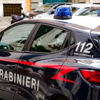Pistola in pugno e mascherina rapinava i negozi di Saronno: arrestato