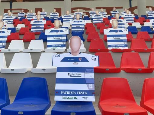 Le sagome comparse allo stadio Speroni per i playoff: davanti, quella di Patrizia Testa (foto Pro Patria)