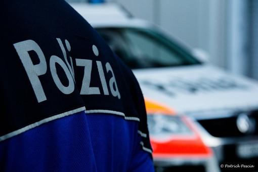 Oltre confine con 5 chili di eroina nascosti sotto il sedile dell'auto. Arrestata coppia di albanesi