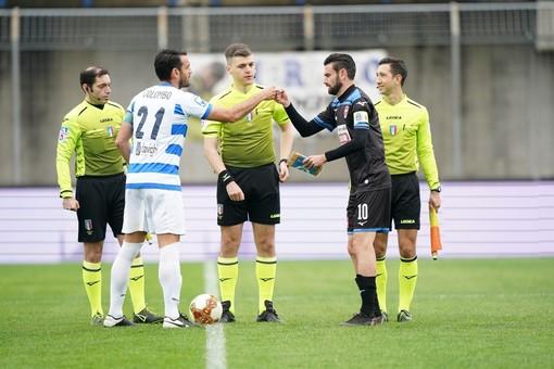 L'avvio di un derby ad alta tensione allo Speroni (foto di Marco Giussani)