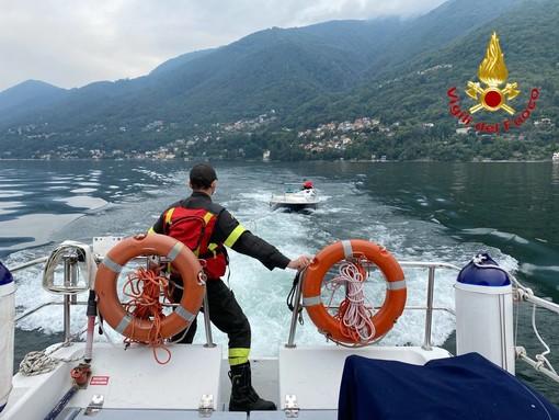 Diportista in difficoltà sul Lago Maggiore, lo salvano i vigili del fuoco