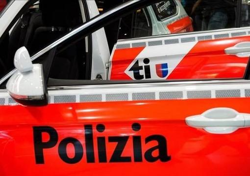 Rapinano un distributore in Ticino poi fuggono verso l'Italia, ricercati 3 uomini