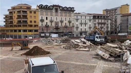 VIDEO. Giù i gradoni di piazza Repubblica e a novembre arriva il mercato