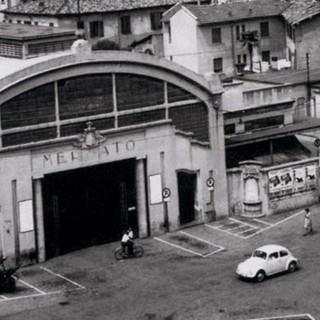 Piazza mercato Varese foto storica