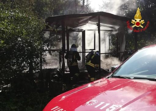 FOTO. Fiamme a Buguggiate, casotto distrutto da un incendio