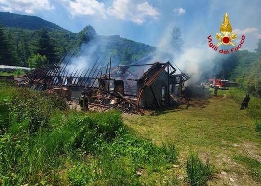 I vigili del fuoco al lavoro a Brinzio
