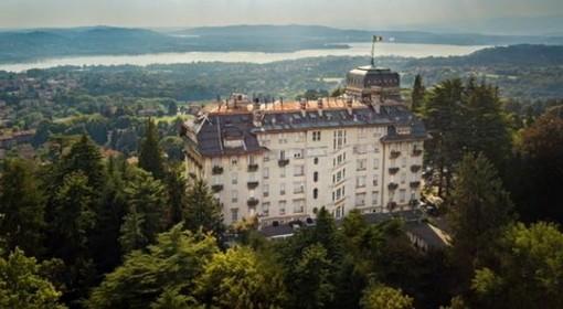 Sopra: l'Hotel Palace di Varese. In basso: il direttore Andrea Buffarello