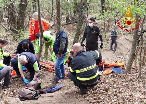 Cade durante un'escursione nel parco del Campo dei Fiori: donna recuperata e portata al pronto soccorso