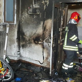Varese, fiamme nella notte: a fuoco un negozio di biciclette