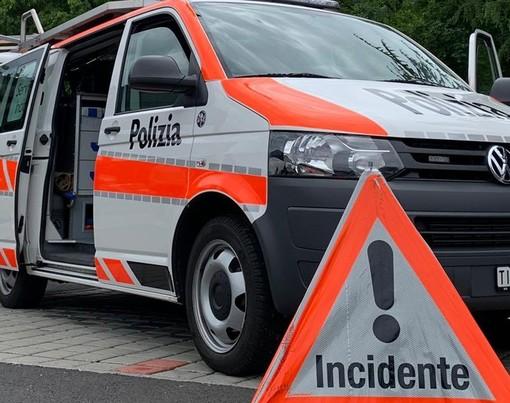 Canton Ticino, furgone si scontra con una roulotte e la distrugge: caos in autostrada