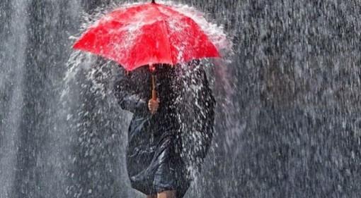 METEO. Pioggia fitta sul Varesotto fino al pomeriggio. Lunedì tregua con il sole, poi di nuovo grigio e acqua