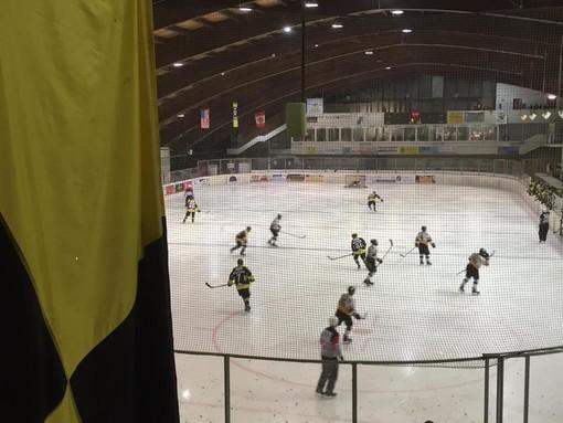 La pista del palaghiaccio di Varese vista dalla curva Nord durante una partita dei Mastini dell'hockey