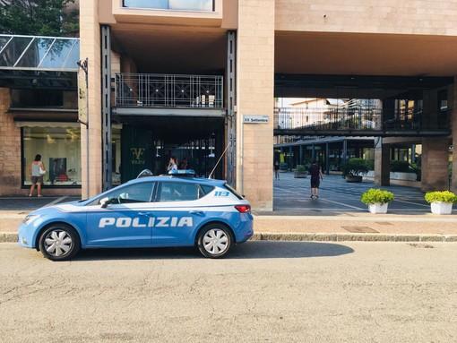 Si oppongono ai controlli della polizia, tensione in piazza XX Settembre
