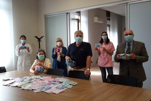 Una mascherina per diventare supereroi. Il dono del Ponte del Sorriso alla Pediatria