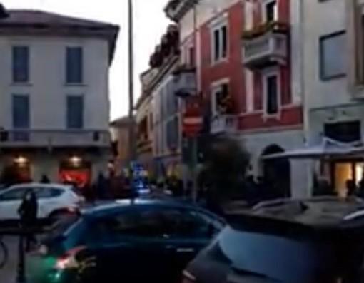 Gallarate, ragazzini in strada con bastoni e catene: ferito un quattordicenne