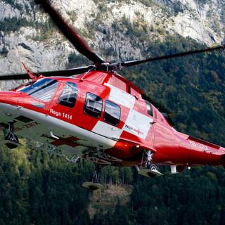Tragedia sulle montagne del Canton Ticino: escursionista precipita e muore
