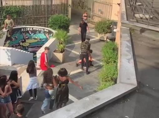 VIDEO. Lite tra ragazzi fuori dall'aula studi. Ecco perché studenti e residenti sono preoccupati