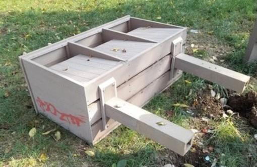 "Vandalismi al Parco Pineta, nel mirino finisce il ""Sentiero delle Rane"""