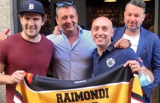 Raimondi, Torchio, Longhi insieme ad Andrea che si è aggiudicato all'asta la maglia del capitano giallonero