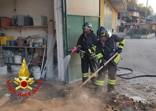 Incendio in un laboratorio di legname a Marchirolo: intervengono i vigili del fuoco
