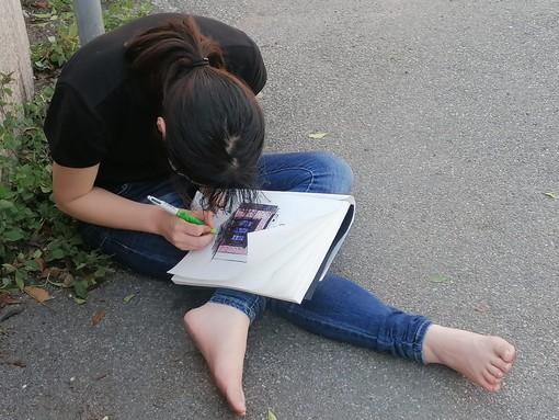 Scoperta l'identità della ragazza asiatica ritrovata ieri in via Dandolo scalza a disegnare: è una studentessa di Shanghai