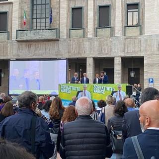 FOTO E VIDEO. I sindaci lombardi del Pd in piazza Monte Grappa per Galimberti: «Siamo una squadra, rivinceremo assieme»