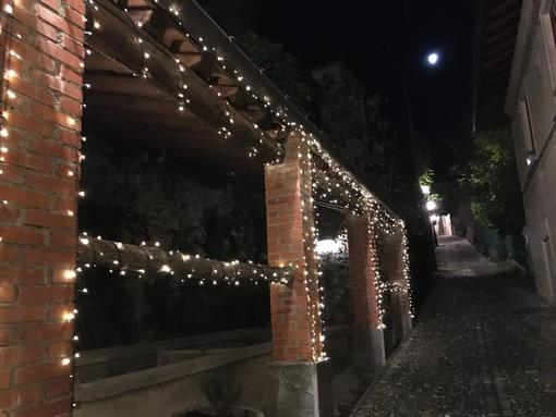 Le prime lucine stanno già iniziando ad addobbare il Sacro Monte in vista degli eventi di Natale