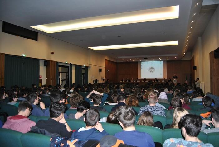 «Dodicimila studenti iscritti. Ci spiegate allora perché Varese non è una città universitaria?»
