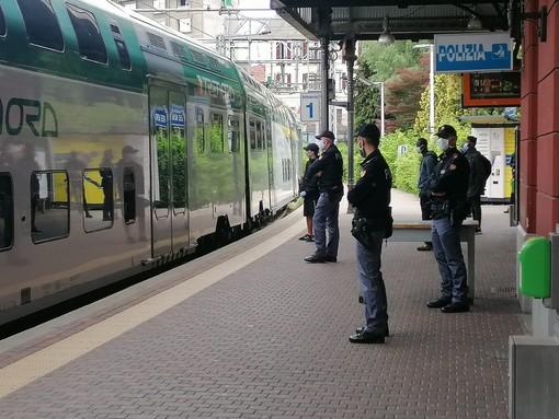 In stazione con un coltello a serramanico e mille euro in tasca, 15enne denunciato