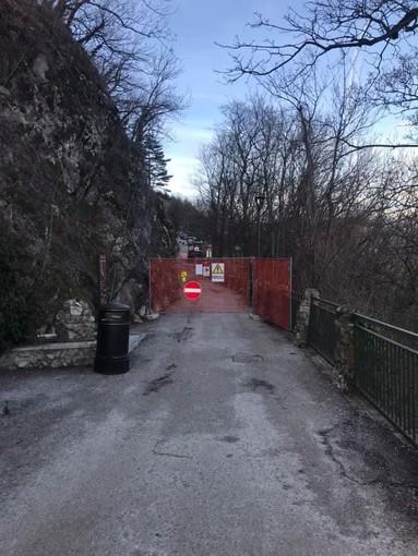 Accesso al Borgo del Sacro Monte chiuso, l'appello dei residenti: «Ricavare un passaggio pedonale»
