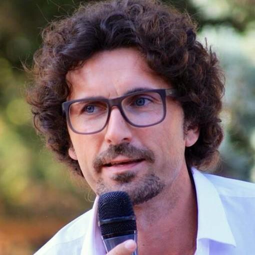 Foto dalla pagina Facebook di Danilo Toninelli