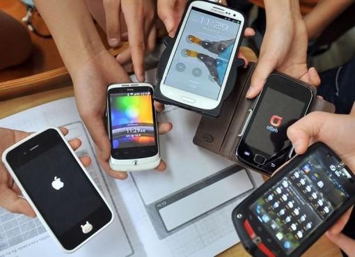 La lezione dalla Svizzera: niente smartphone a scuola anche fuori dalle aule