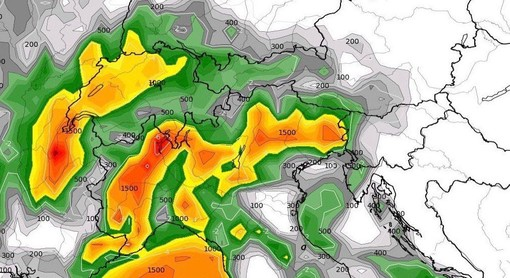 La carta previsionale mostrata da Bertoni con i colori più scuri, dal giallo all'arancione e al rosso, che indicano la possibilità di temporali anche forti per la prossima notte nell'alto Varesotto