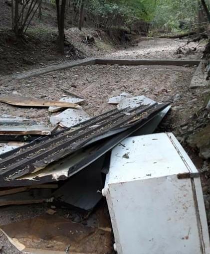 Tradate, ancora rifiuti abbandonati nei boschi