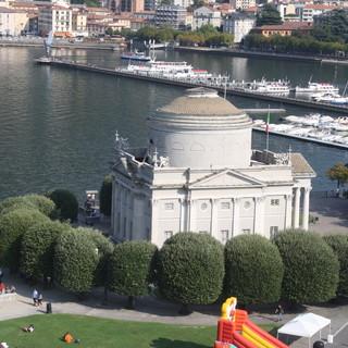 """Como cancella l'Iva per """"catturare"""" i turisti svizzeri. Un'idea anche per Varese?"""