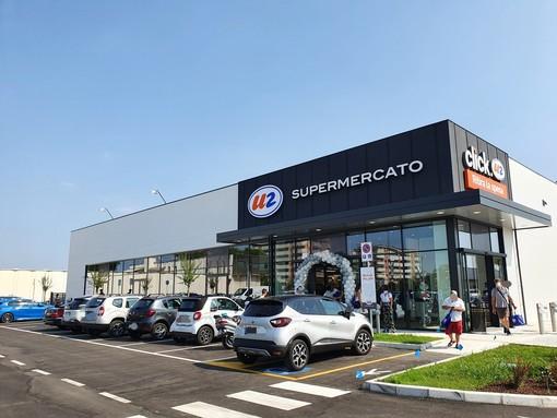 Il supermercato sul Sempione. Sotto, l'interno dell'U2 e il nuovo negozio Scavolini