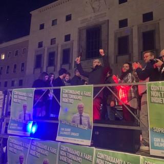 VIDEO - Galimberti chiude in piazza Monte Grappa: «Varese non deve tornare indietro. Martedì mattina noi al lavoro»