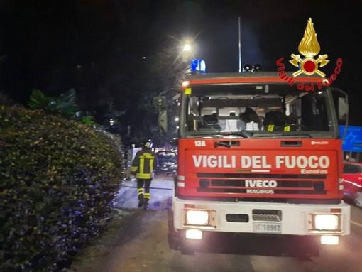 Tradate, incendio in un box: intervengono i vigili del fuoco